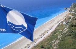 """5 παραλίες του ν. Λάρισας που βραβεύτηκαν με """"γαλάζια σημαία"""" 2016"""